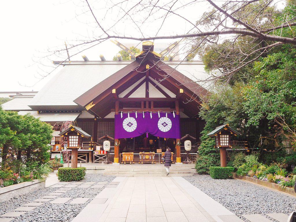「東京のお伊勢さま」として親しまれている東京大神宮。飯田橋駅から徒歩5分という、アクセスの良さを誇り、近年縁結びや恋愛成就のパワースポットとして、絶大な人気